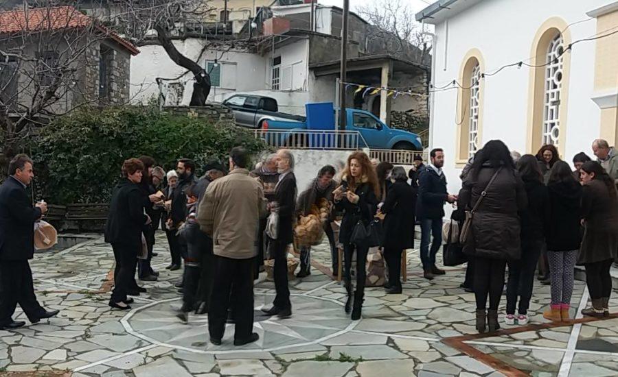 Κέρασμα και προσφορά εικόνων στη γιορτή του Αγίου Σπυρίδωνα 2015
