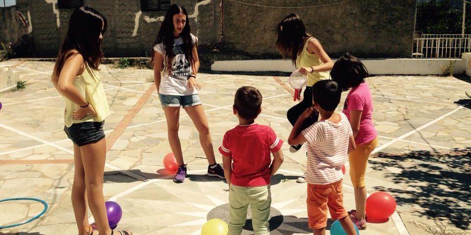 Παιχνίδια στο προαύλιο του Αγίου Σπυρίδωνα- Children playing in St Spiridon's yard