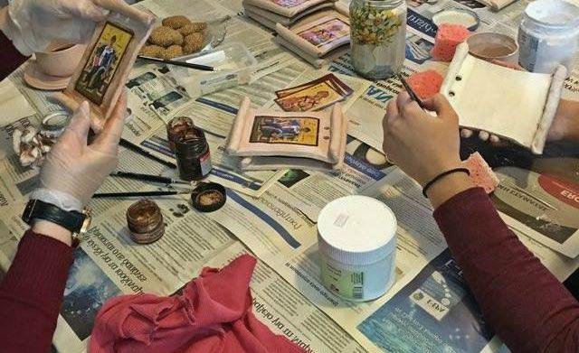 Κατασκευή εικόνων για τη γιορτή του Αγίου Σπυρίδωνα Μαγουλάς