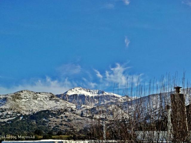 Το χιονισμένο βουνό της Δίκτης από το Μαγουλά