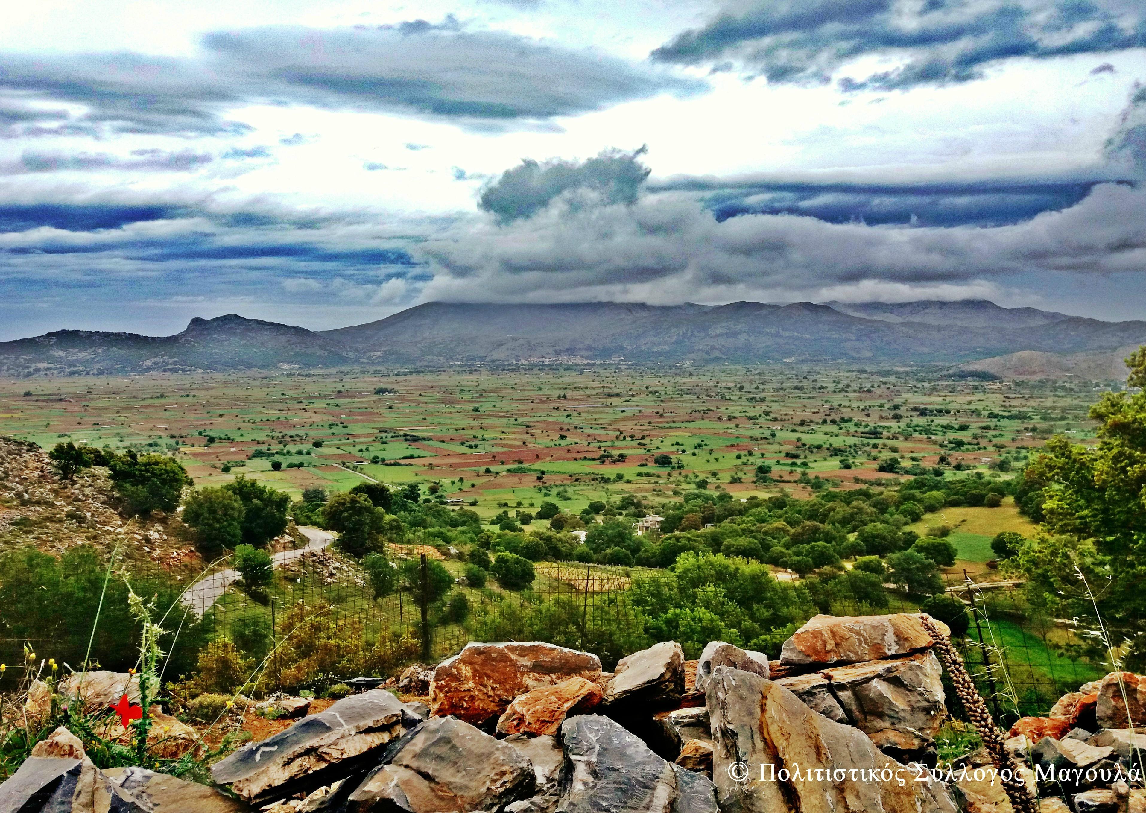 Η θέα του κάμπου από τις δυο εκκλησίες- The view of lasithi plain from the churches