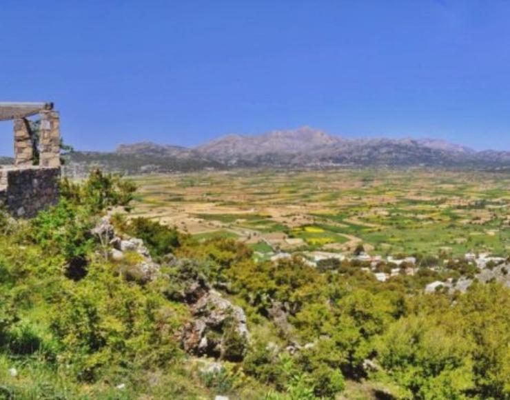Η θέα του λασιθιώτικου κάμπου από το Δικταίο Άντρο- View of lasithi plain from the Dictaean Cave