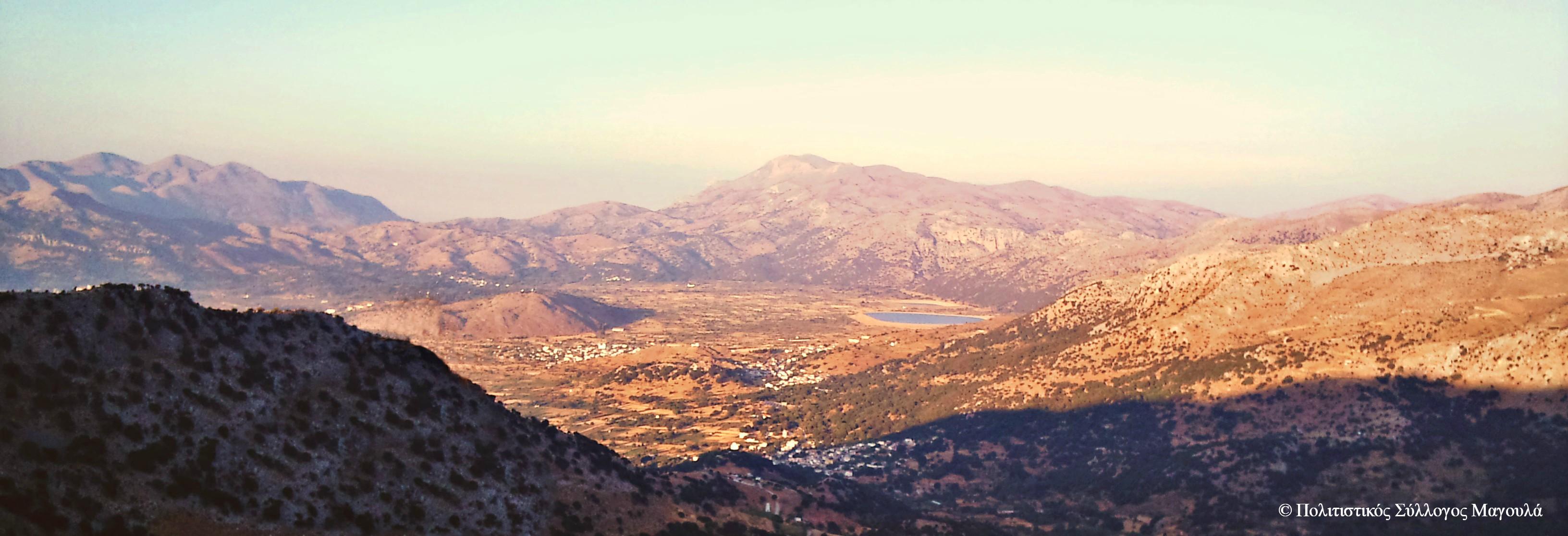 Η θέα του κάμπου από τη μάντρα του Πετρονικόλη κοντά στη Μάχα