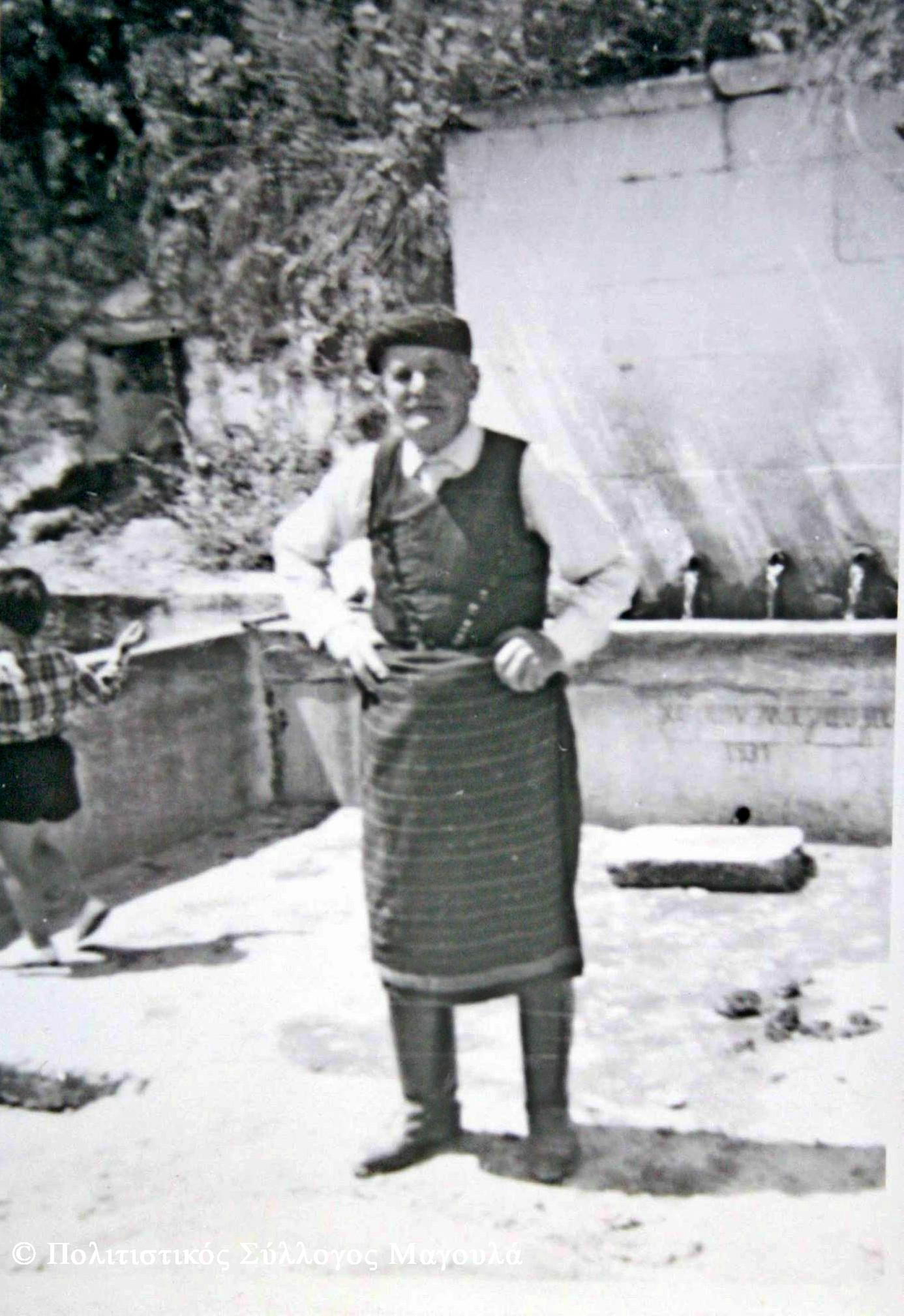 Μεγάλη Βρύση 1970 (απεικονίζεται ο Χριστόδουλος Δολαψάκης/ Αρχείο Οικ. Δολαψάκη)- Great Fountain in 1970